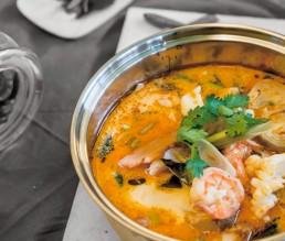 Thailändische Tom Yam Gung Suppe mit Zitronengras