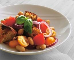 BioGourmet Rezept Original Panzanella - Italienischer Brotsalat mit weißen Riesenbohnen