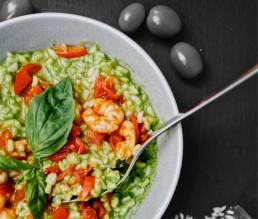 BioGourmet Rezept Erbsen-Risotto mit Kirschtomaten und gebratenen Garnelen