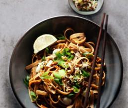 BioGourmet Rezept Nudeln in Thai-Erdnuss-Sauce mit frischen Sprossen