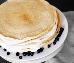 BioGourmet Rezept Schwedische Pfannkuchentorte mit Quark und Beeren