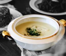 BioGourmet Rezept Cremige Kohlrabisuppe mit Kresse und Pesto