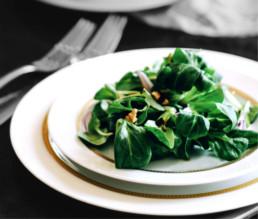 BioGourmet Rezept Feldsalat mit Berberitzen und Walnüssen