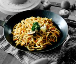BioGourmet Rezept Vegetarische Spätzlepfanne mit Käse und Pilzen