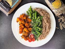 Veganer marinierter Ofenkürbis mit Kräuterbohnen und Buchweizen Bulgur BioGourmet Rezept